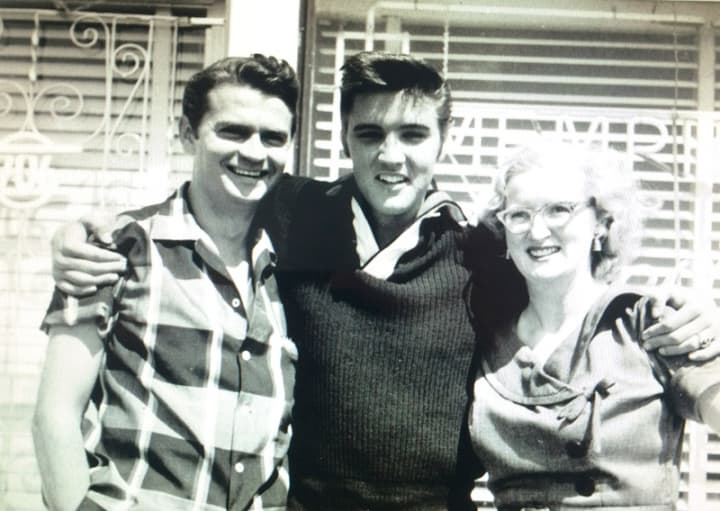 Sam_Phillips_with_Elvis_1