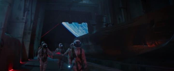 Astronauti e U-Boat sullo sfondo a destra