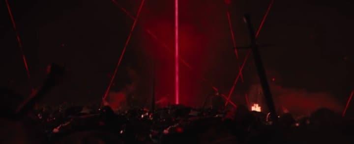 Raggio laser rosso collega ogni evento.